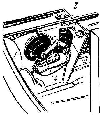 Электродвигатель отопителя.  Реле включения обогрева заднего стекла контакты.