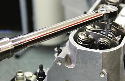 Затяжка резьбовых соединений динамометрическим ключом